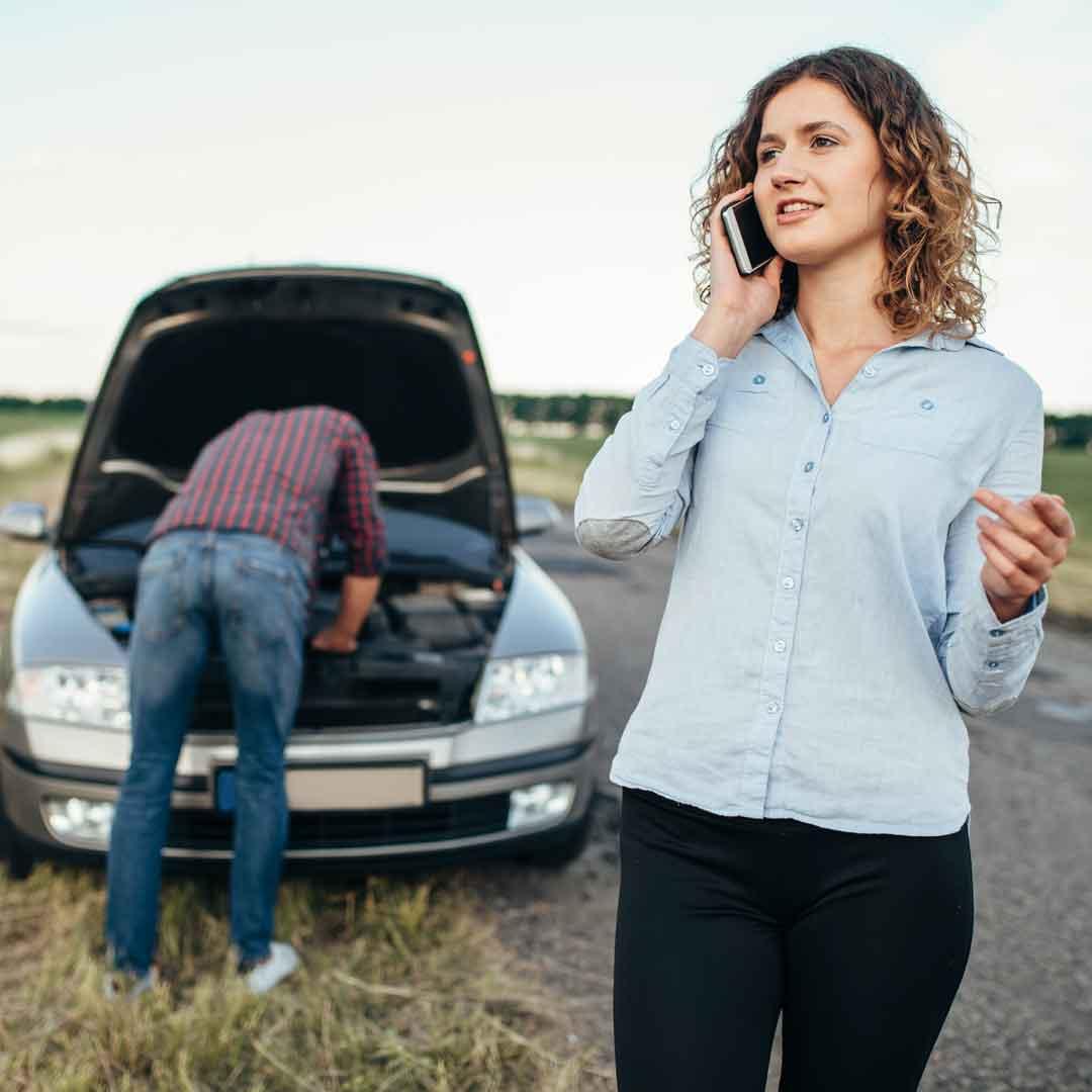 Woman calls service to repair broken car